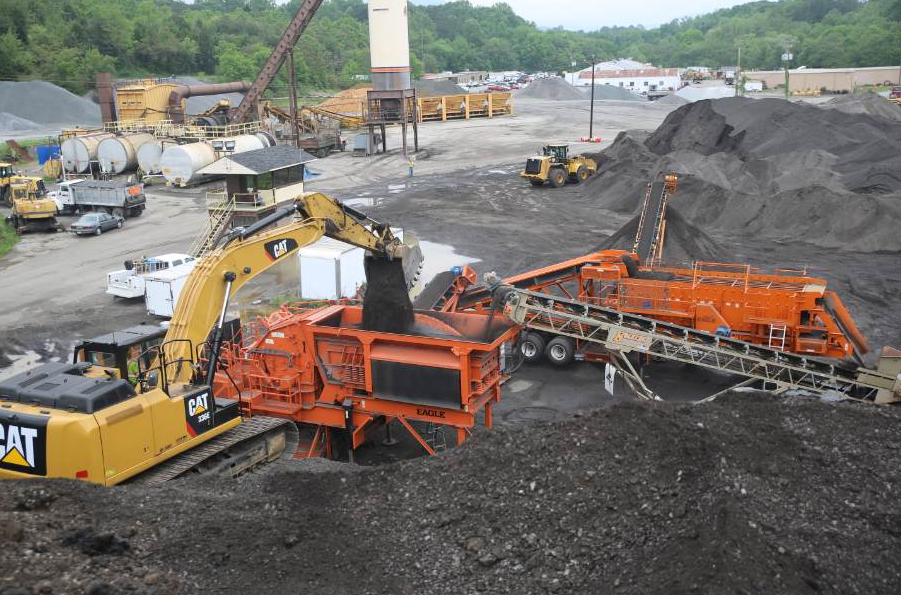 Recycling operations try to minimize the number of times material must be handled. When the milling crew sends material that needs extra handling back to the plant, it adds extra time—thus cost—to the job. Photo courtesy of Team Eagle.