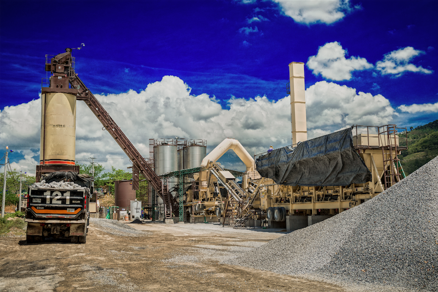 Huertas purchased a new Astec Double Barrel® Green warm mix asphalt system to produce the material for its 4-lane highway that now links Colombia to Venezuela.