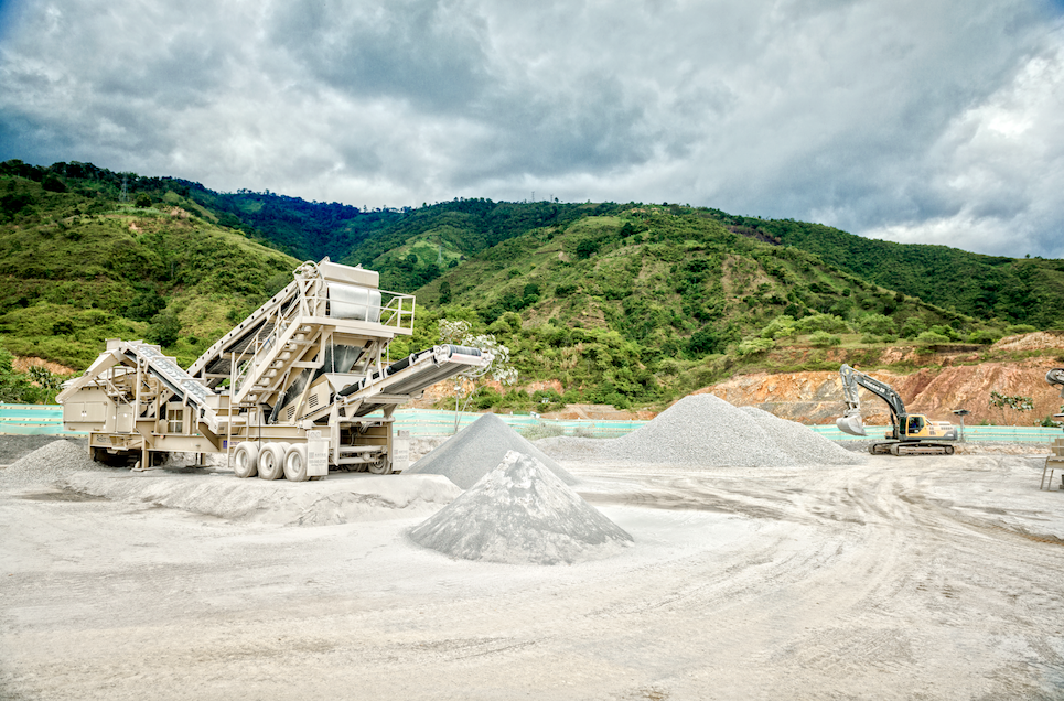 Huertas purchased three GT165DF screen plants to clean the raw material, as well as two FT4240CC impact crushers, a 2500 vertical shaft impactor, ProSizer and a PTSC 2618 high frequency screen to make aggregate for asphalt mixes.
