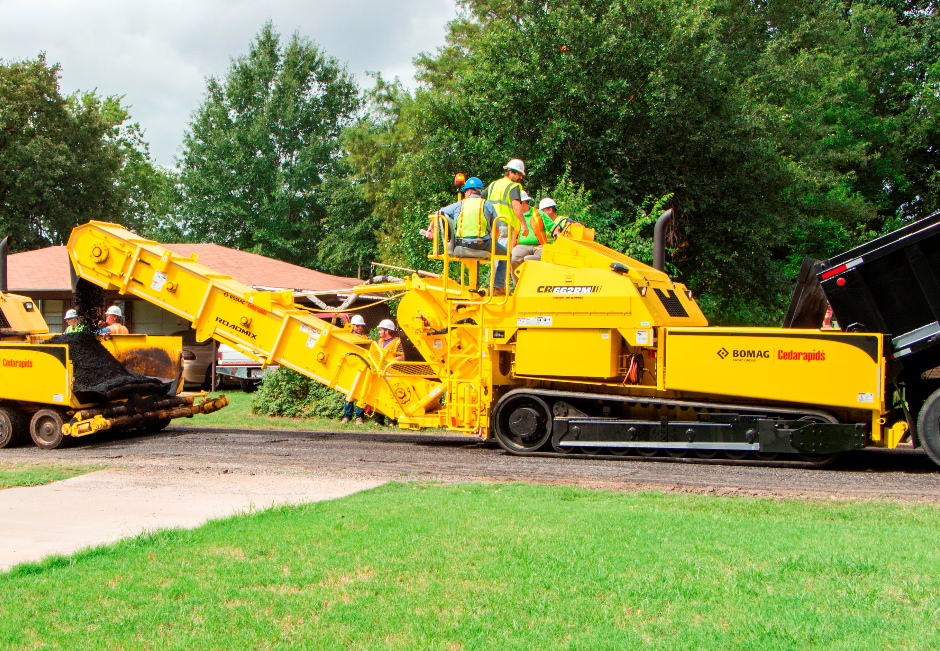 The rubber track Cedarapids CR662RM RoadMix from BOMAG features a new 260 horsepower Tier 4 Final Cummins diesel engine, improved remix delivery augers that now feature hard-faced back sides to increase wear life, and patented Smartrac™ technology.
