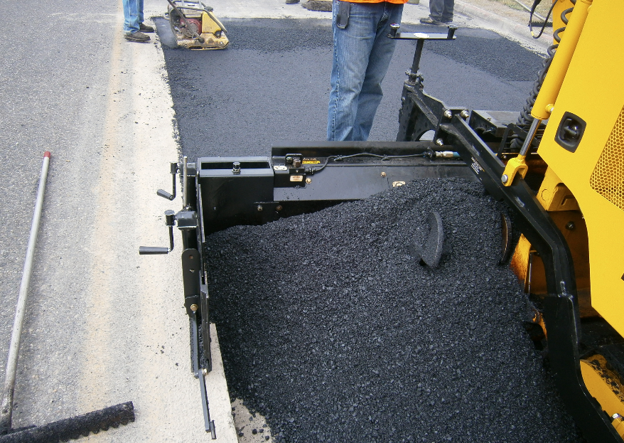If the job requires 14- or 12-foot passes all day, the use of bolt-on tunnel and auger extensions will make the job easier. Without auger extensions, the team risks flooding the main screed with material while starving the extensions. Without tunnels, material could flow forward and damage the tracks due to the size of excess head of material.