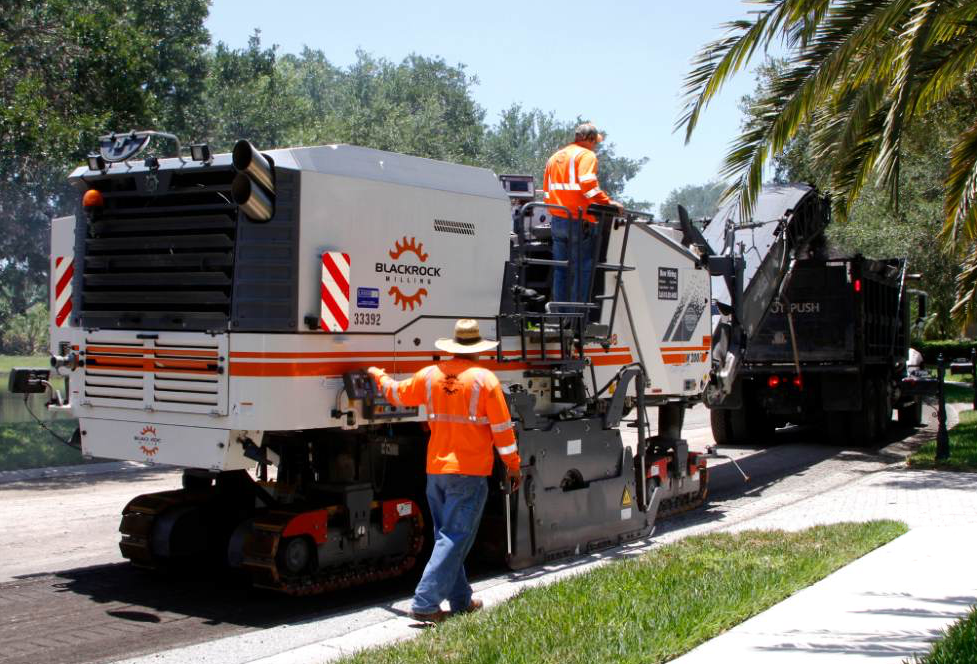 Blackrock uses its Wirtgen mills day and night, often the same machine in back-to-back day-night shifts with different crews. Here the W 200i takes care of a daytime job in Sarasota, Florida. Blackrock's fleet of 10 mills consists of two model W 200, one W 210, six W 210i, and one W 2200-12 machines.