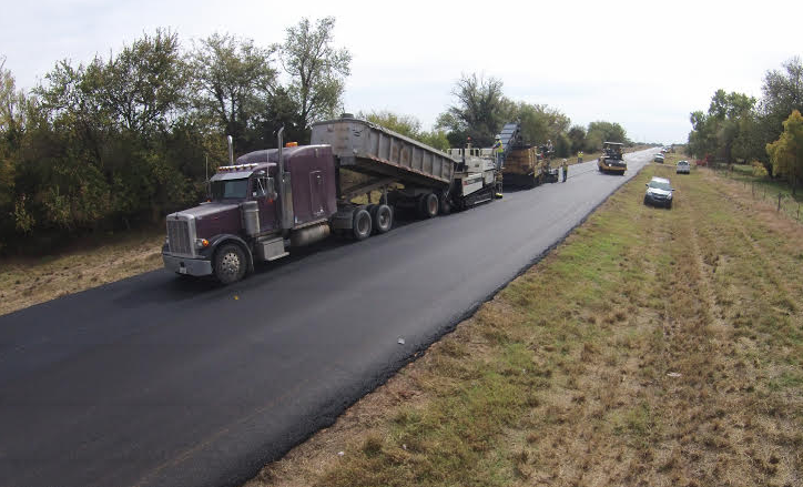 Evans and Associates in Ponca City, Oklahoma, produced a mix with a high percentage of RAP and the Evoflex® CA rejuvenator for this overlay in Oklahoma.