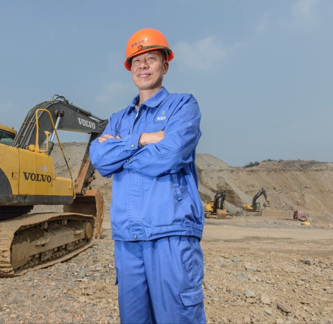 Quarry operations manager Yuan Jian Zhong relies on the local equipment dealer to help manage the maintenance of heavy equipment.