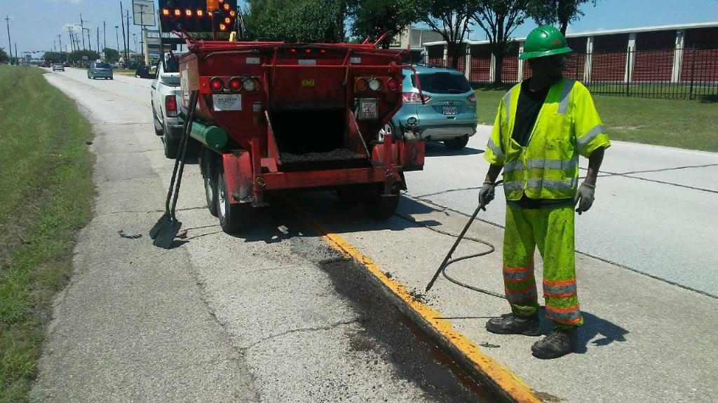 IIPL secured the contract for four on-call pothole and shoulder repair projects that make up the 83.2-mile interstate system throughout Dallas County. Both photos courtesy Falcon Asphalt Repair Equipment.