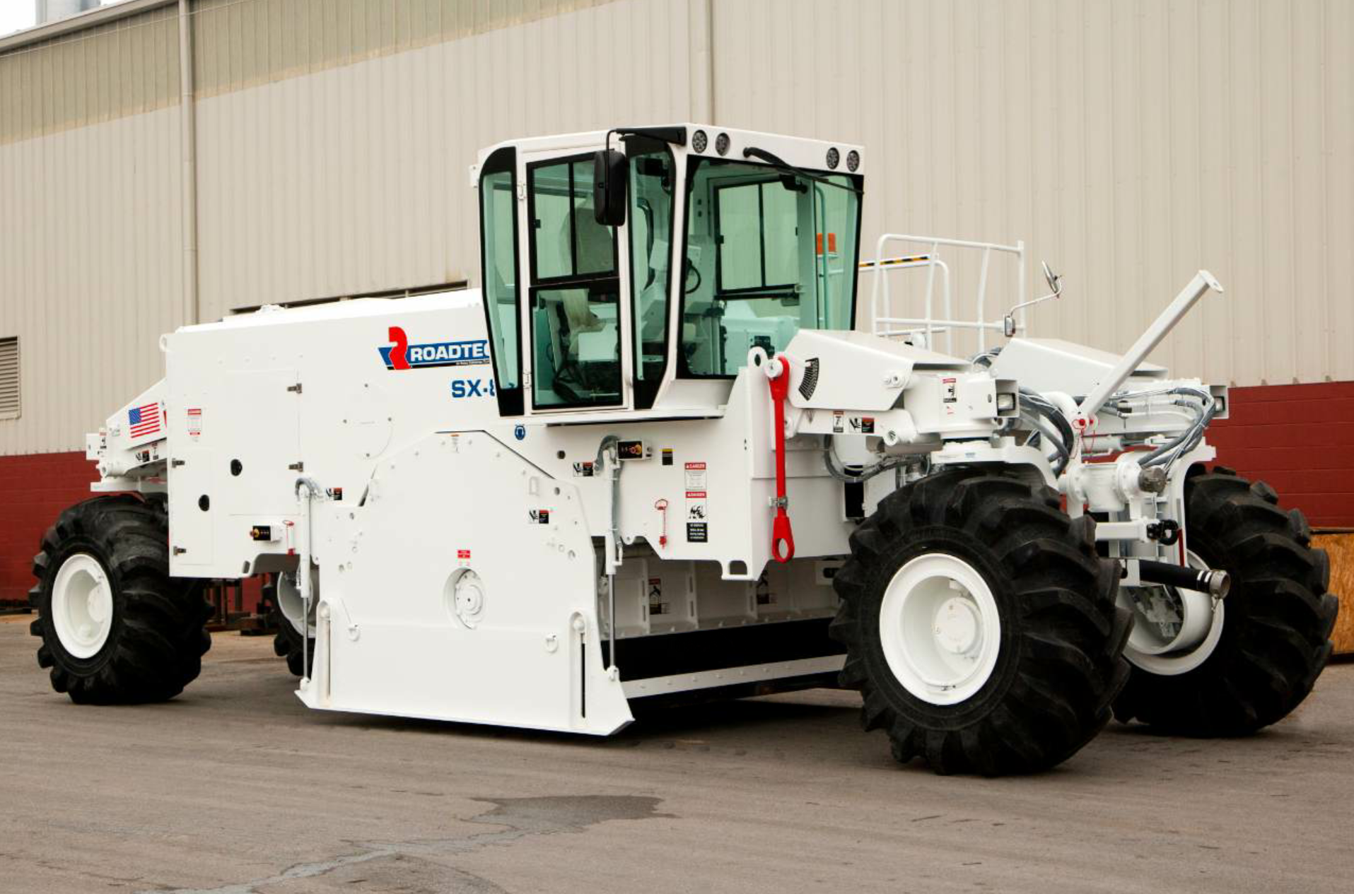The SX-8e/ex is the largest in the Roadtec line of soil stabilizer-reclaimer machines.
