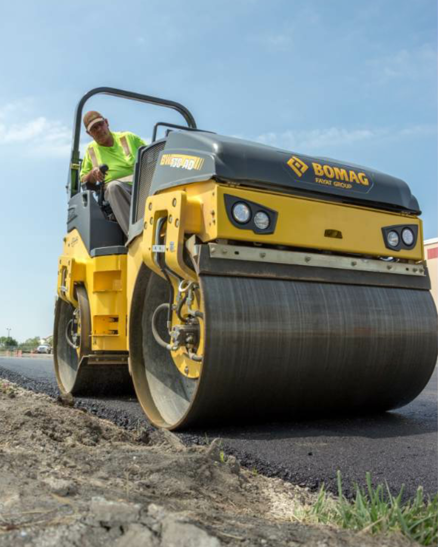 The BW138 AD-5 tandem roller from BOMAG Americas offers front-only, rear-only or front-and-rear vibration mode operation with dual vibration frequencies of 3,000 and 3,360 vpm.