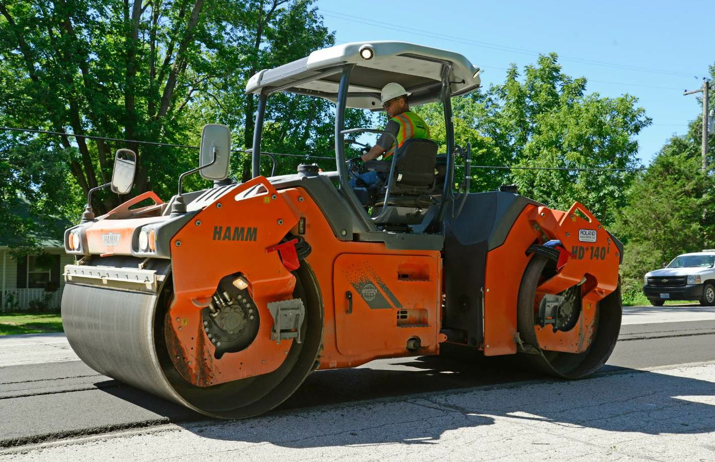The Hamm HD+ 140i VV served in the breakdown position.