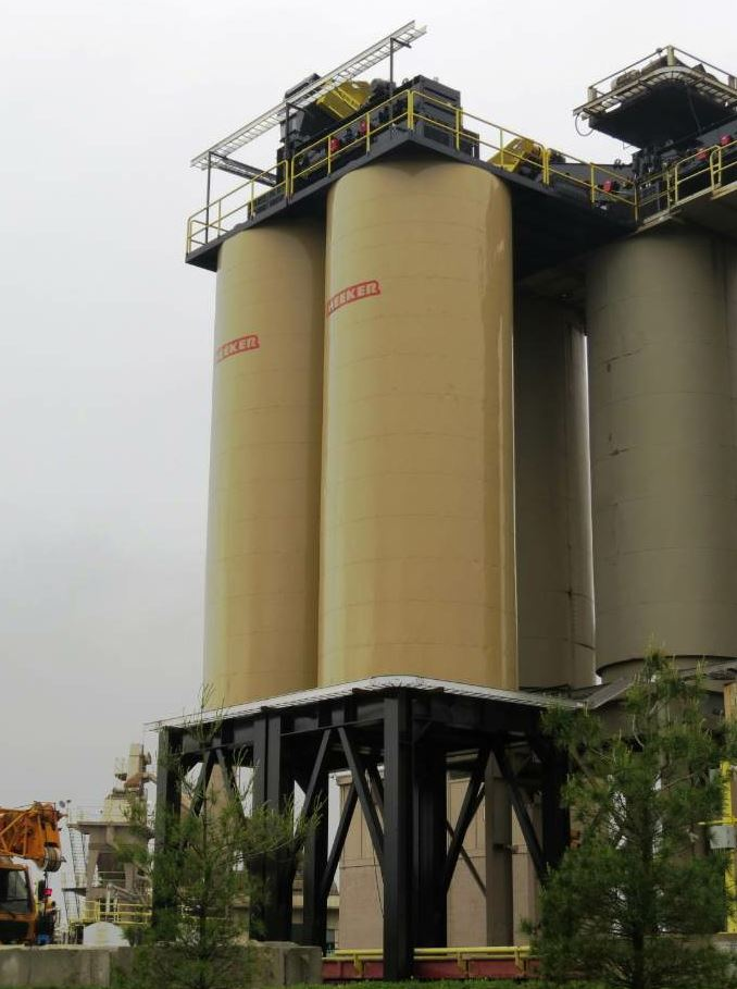 The silo storage system from Meeker Equipment maintains the temperature of the finished product.