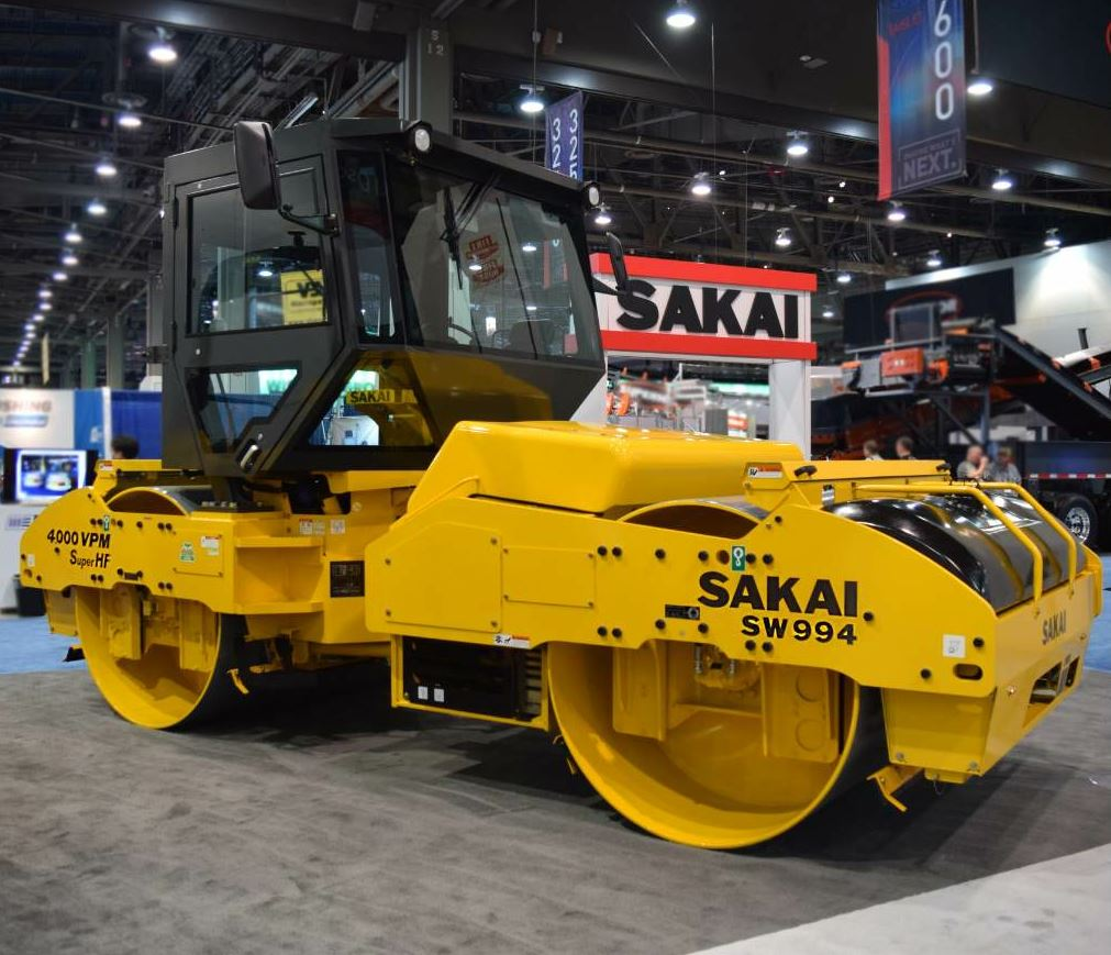 The SW994 is Sakai's largest asphalt roller.
