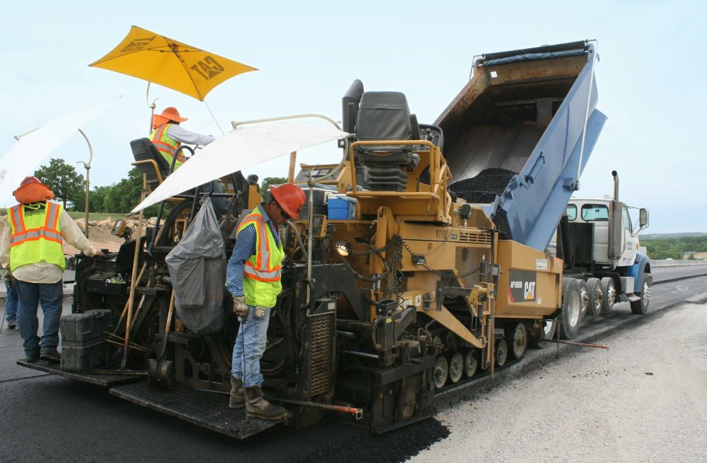 The Sherwood Construction team placed and compacted 10 inches of asphalt in three lifts on the Turner Turnpike project.