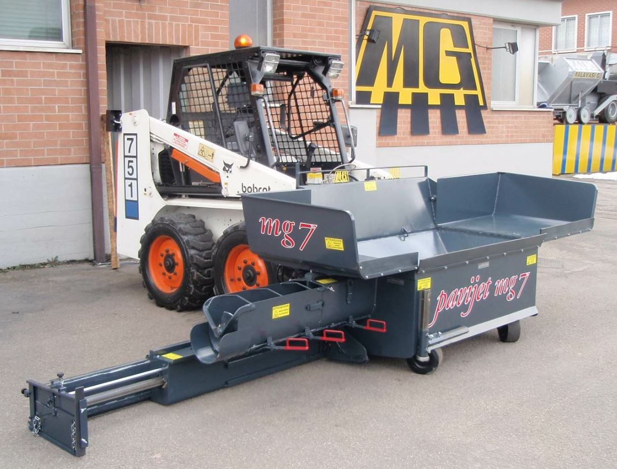 The MG7 forward driving side screed Pavijet is the new mini paver from Hitek Equipment Inc. Its counterpart, the MG6, is the reverse driving centerline Pavijet.