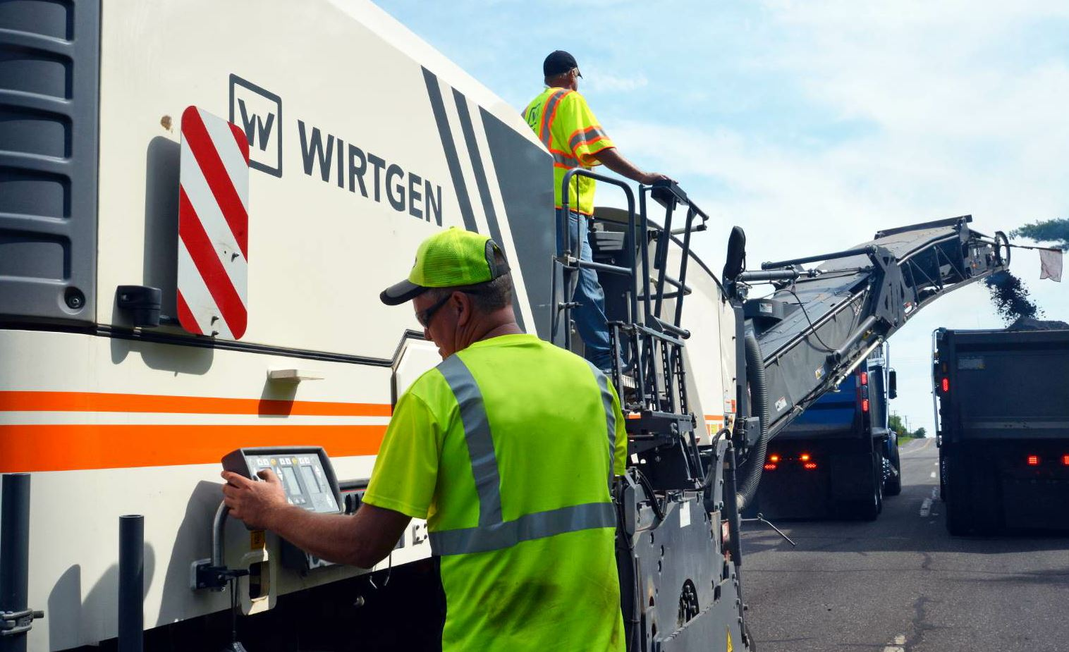 As part of start-up procedure, make sure the entire crew knows the plan for the day's work. Both photos courtesy Wirtgen America.