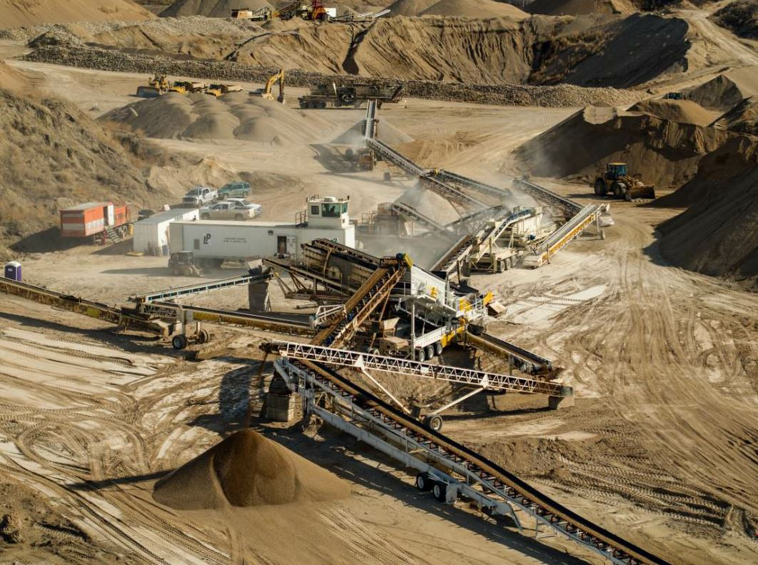 Most aggregates operations in western Canada use portable equipment as many quarries are non-sustainable and crews need to be able to move quickly to the next site. A single Lonesome Prairie crew could operate in as many as 15 to 20 quarries a year.